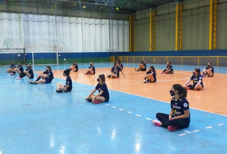 Após exames negativados da Covid-19, atletas do handebol iniciam atividades presenciais