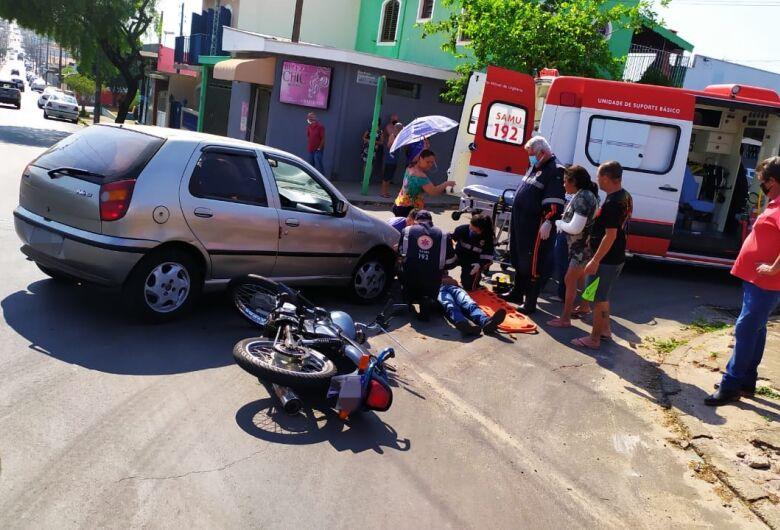 """Motorista avança o """"pare"""", colide em moto e atropela piloto"""