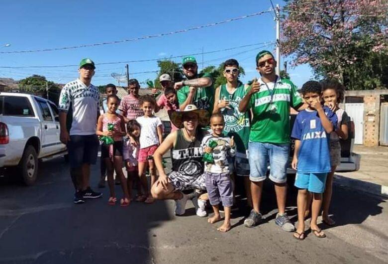Torcida uniformizada do Palmeiras quer fazer a alegria da garotada