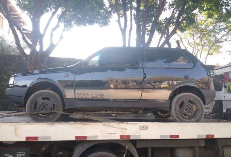 Bandidos furtam carro de idosa, levam toda a compra que estava dentro e abandonam o veícullo