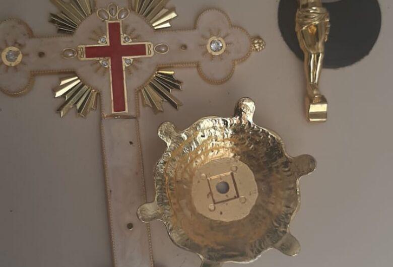 Ladrão é detido após furtar objetos sacros em ingreja, em Dourado