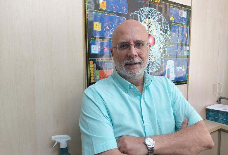 Nas comemorações dos 60 anos do laser, diretor do IFSC/USP São Carlos é homenageado pela Ablos