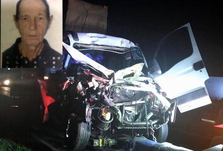 Caminhoneiro morre após acidente na Washington Luis