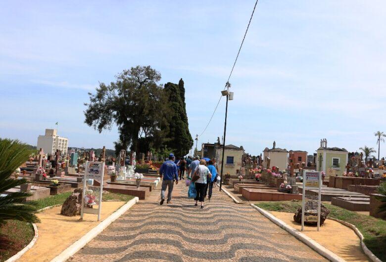 Cemitérios de São Carlos ficarão abertos para visitação das 6h às 18h a partir de sábado (31)