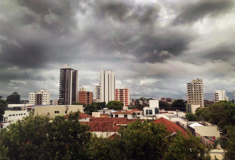 Defesa Civil emite alerta para possibilidade de chuva forte neste sábado em São Carlos