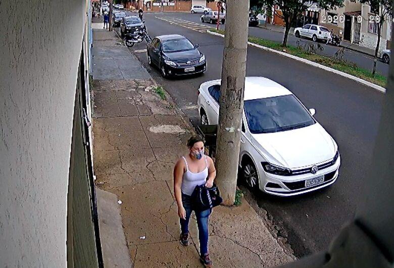 Casal é detido pela PM após mulher furtar bolsa de carro estacionado na Vila Prado