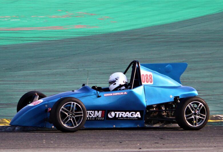 Piloto de São Carlos luta pelo título da Fórmula Vee em Interlagos