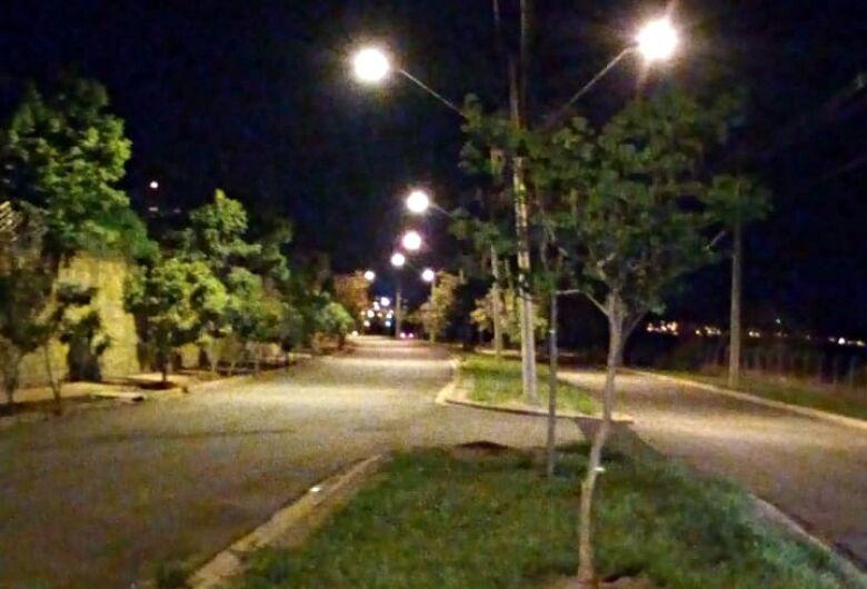 Após reportagem do SCA, CPFL troca lâmpadas queimadas em avenida na região do Swiss Park