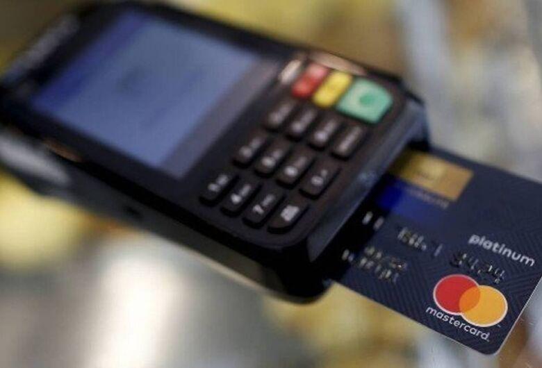 """Com maquininha de cartão, ladrão """"passa assalto"""" no débito"""