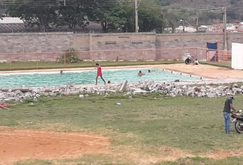 Prefeitura decide esvaziar piscina do Centro da Juventude do Aracy