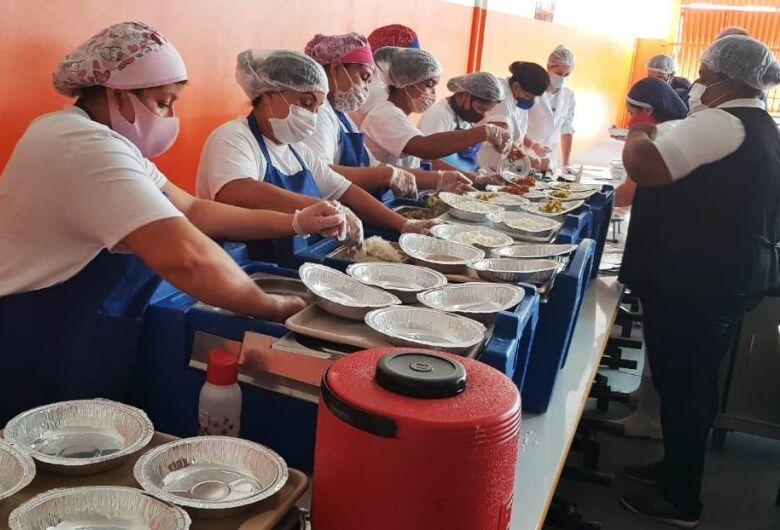 Restaurante Popular do São Carlos ofereceu 500 marmitex no primeiro dia de funcionamento
