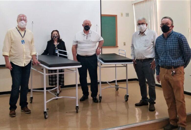 Santa Casa recebe doação de 10 macas do Sindicato Rural de São Carlos
