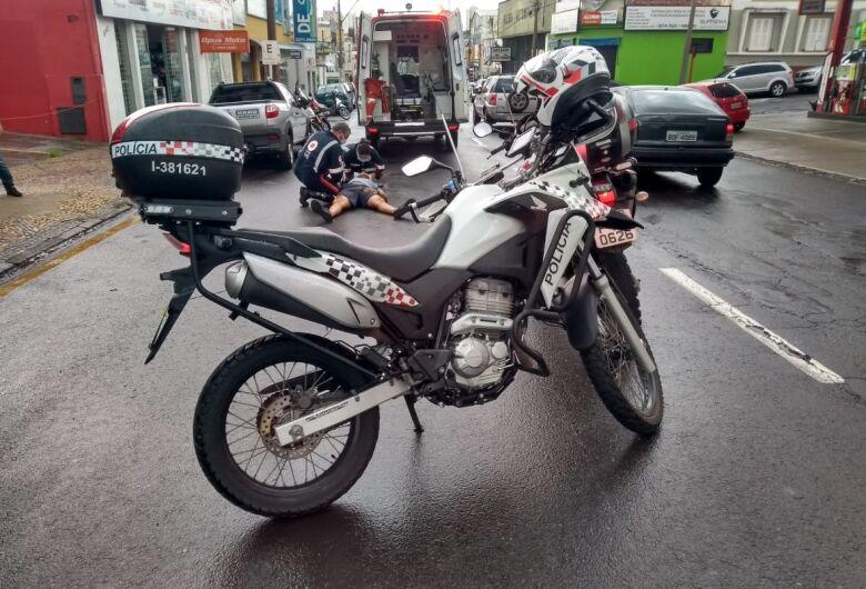 Motociclista sofre queda e fica ferido