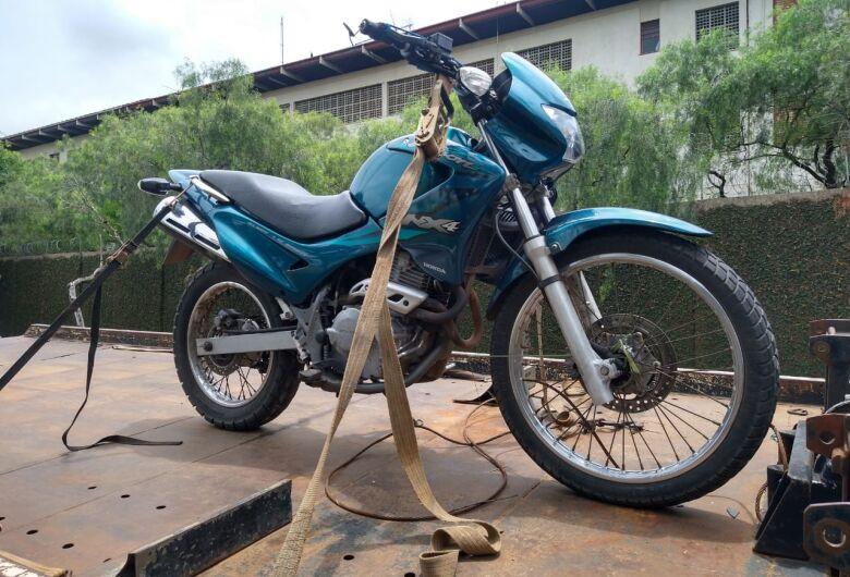 Moto furtada durante a noite é utilizada em tentativa de roubo