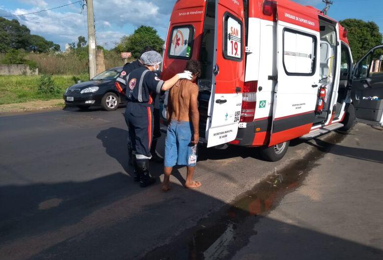 Homem é esfaqueado e pede ajuda em lanchonete na Vila Morumbi