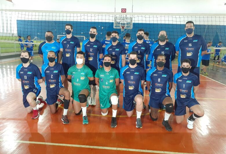 Equipe adulta Agee/Lual Lanches/Academia Onfit estreia com duas derrotas no Campeonato da APV