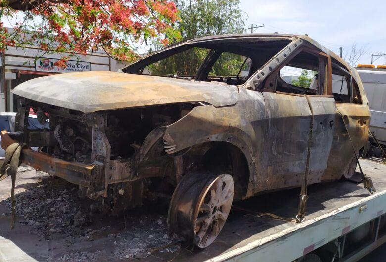 Carro produto de roubo é localizado queimado na zona rural de São Carlos