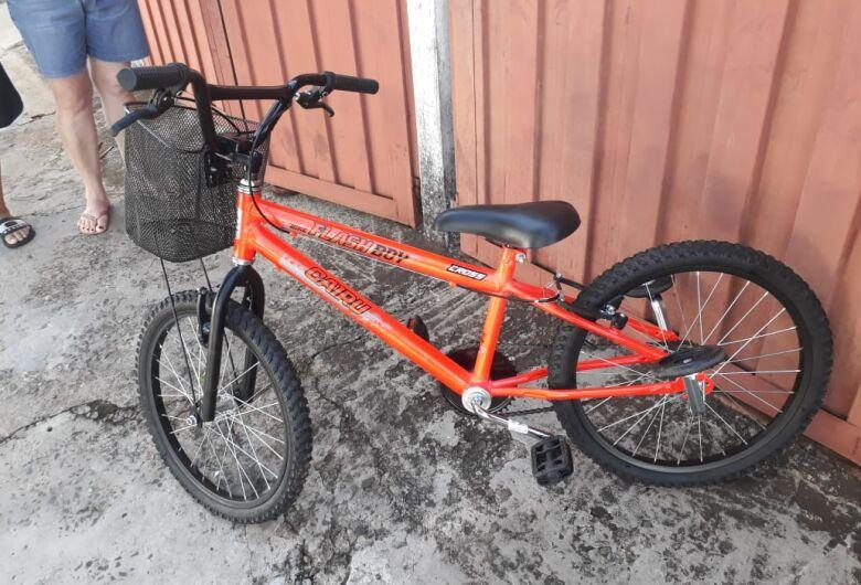 Bike é abandonada em mata atrás de um parque de diversões