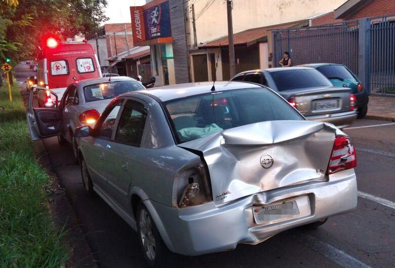Três carros se chocam em engavetamento no Boa Vista
