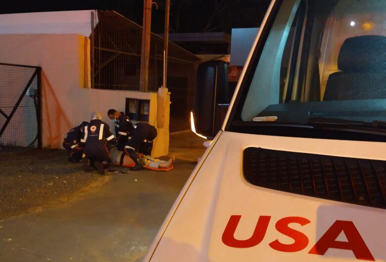 Após atropelar pedestre, motociclista foge sem prestar socorro