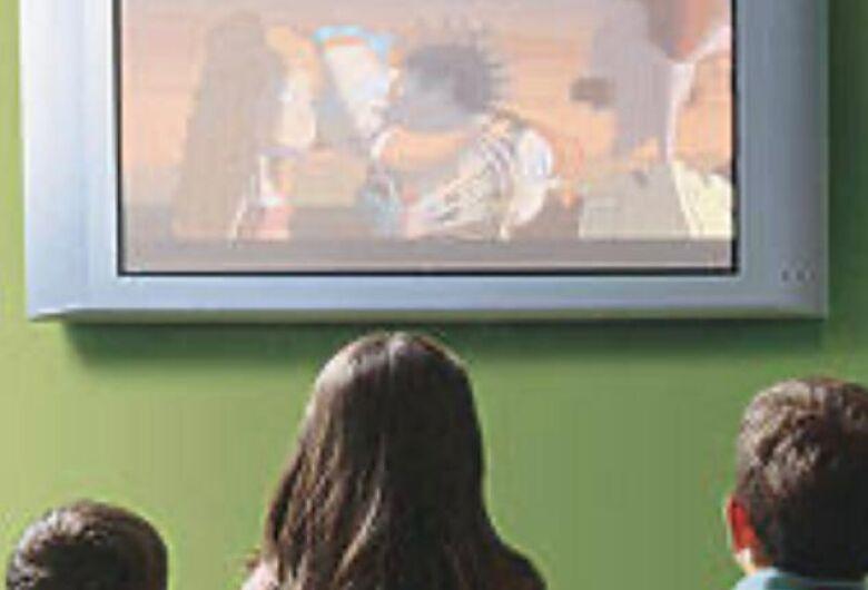 Paixão Sertaneja doará TV para Casa de Acolhimento Infantil