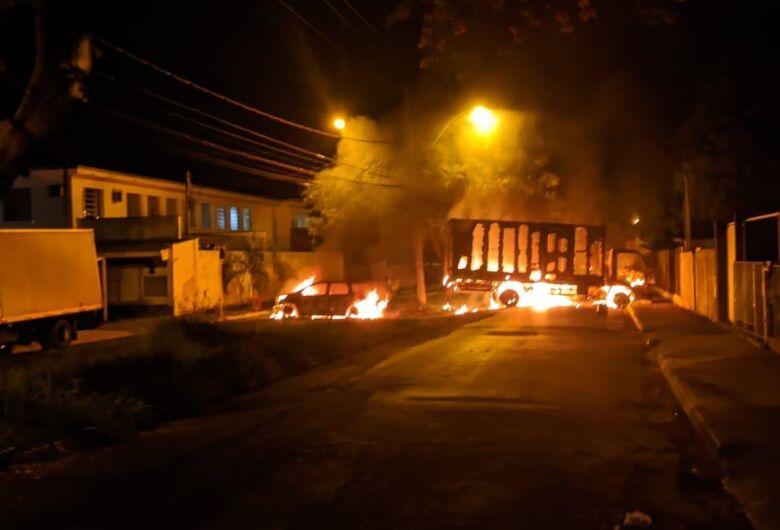 Madrugada de terror em Araraquara: assaltantes de banco trocam tiros com a PM