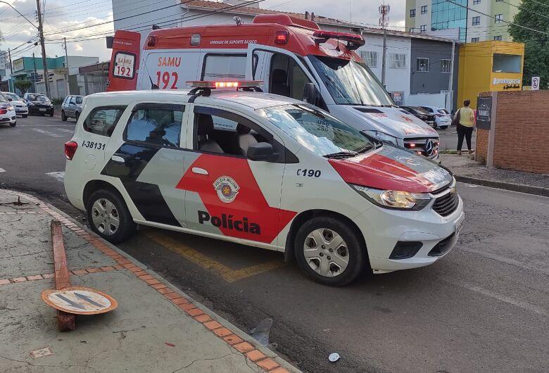 Motociclista é socorrido com vários ferimentos após sofrer acidente na região da Santa Casa