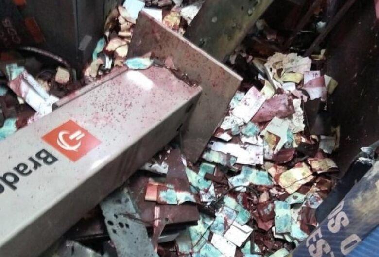 Bandidos explodem agência bancária em Gavião Peixoto