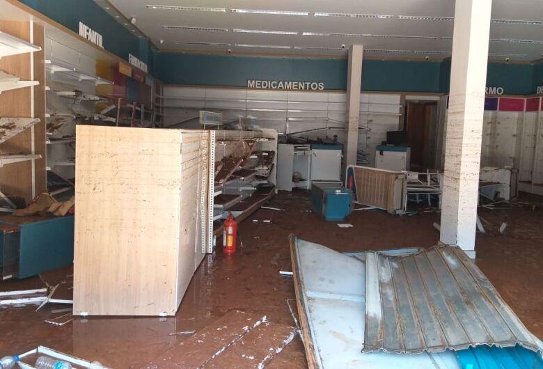 Farmácia que ainda não foi inaugurada sofre danos causados pela enchente