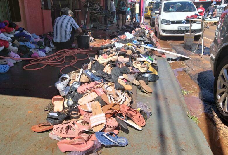 Loja perde 5 mil pares de calçados