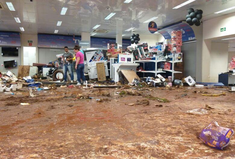 Casas Bahia fica destruída após enchente