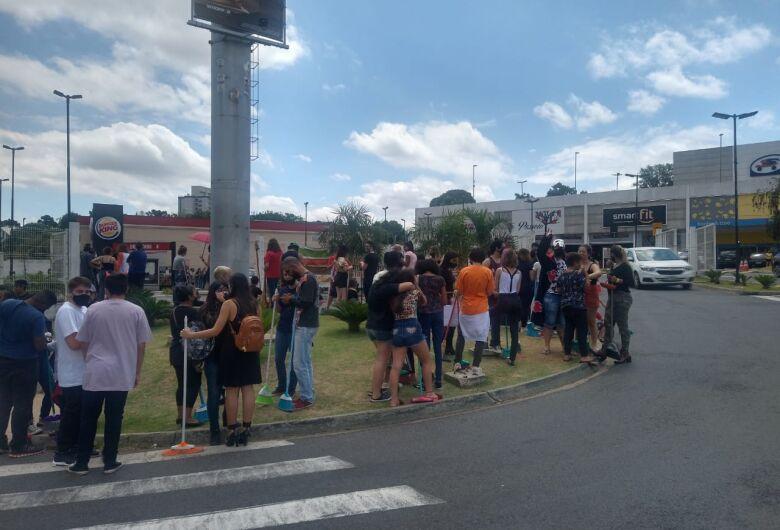Burger King do Passeio São Carlos é autuado pelo vigilância sanitária