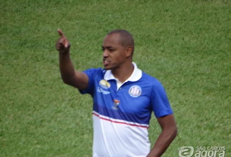 Grêmio tropeça em casa e fica no empate com o lanterna Inter