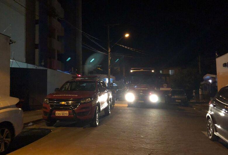 Fumaça de churrasqueira assusta moradores e mobiliza bombeiros na região da USP