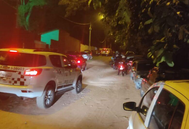 Força-tarefa interdita pagode irregular com 300 pessoas no Zavaglia