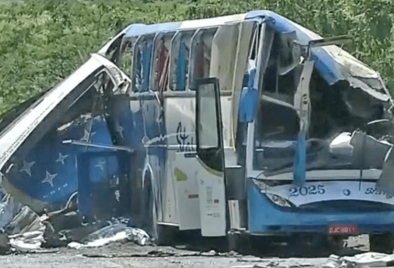 Sobe para 41 o número de mortos em acidente e governo de SP monta força-tarefa para liberar corpos