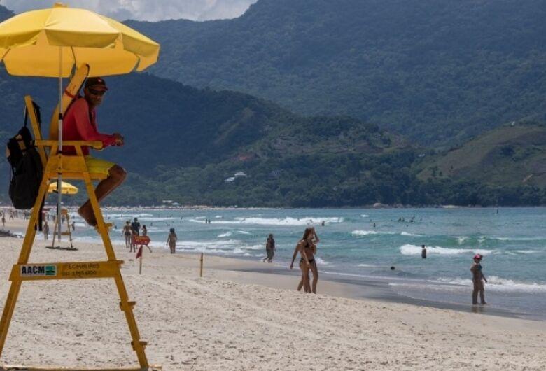Menino de 12 anos morre afogado e irmão está desaparecido no litoral de São Paulo