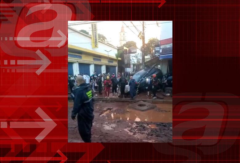 Duas pessoas resgatadas durante o temporal permanecem internadas em observação na Santa Casa