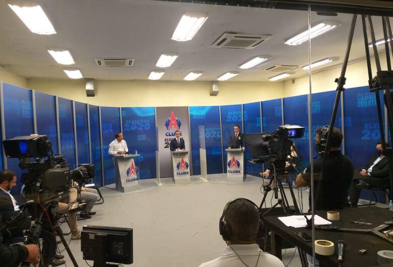 Sem Airton Garcia, debate em São Carlos reúne 11 candidatos a prefeito