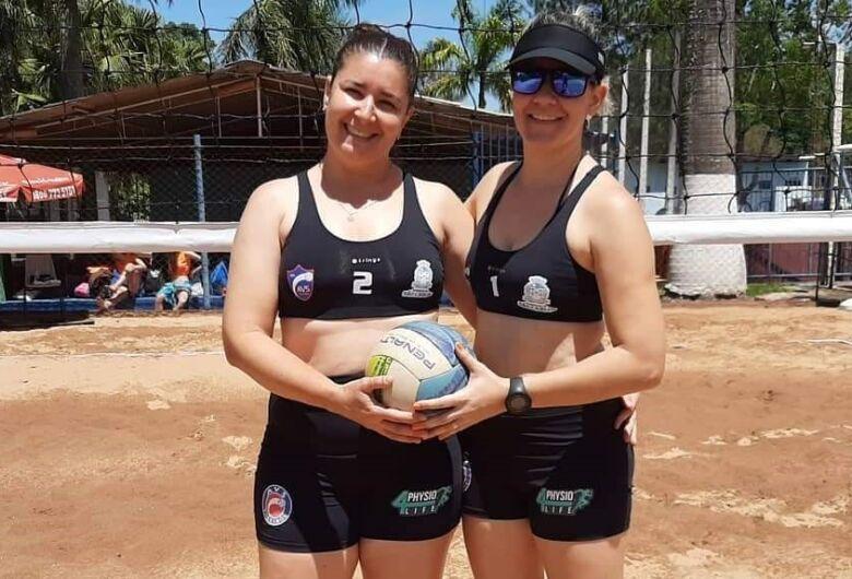 Dupla são-carlense conquista bronze na etapa de abertura de campeonato de vôlei de areia