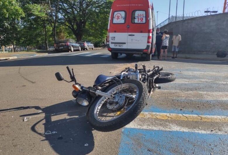 Motociclista fica ferida após colisão na Vila Celina