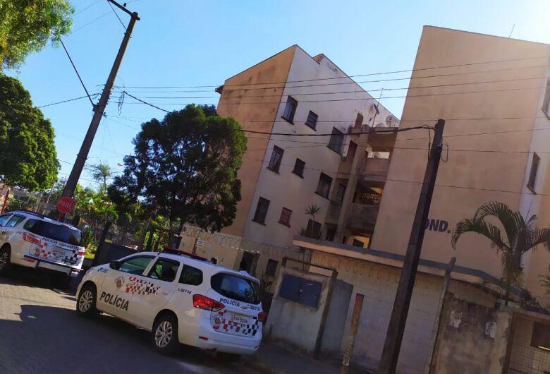 Homem morre após despencar do 2º andar de prédio no CDHU