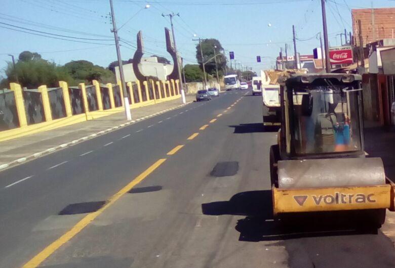 Ruas do Centro e de vários bairros de Ibaté recebem Tapa-buraco