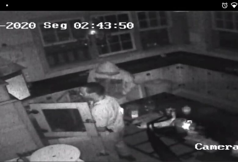 Dupla vandaliza e furta Armazém de Maria; suspeitos são acusados de outros crimes