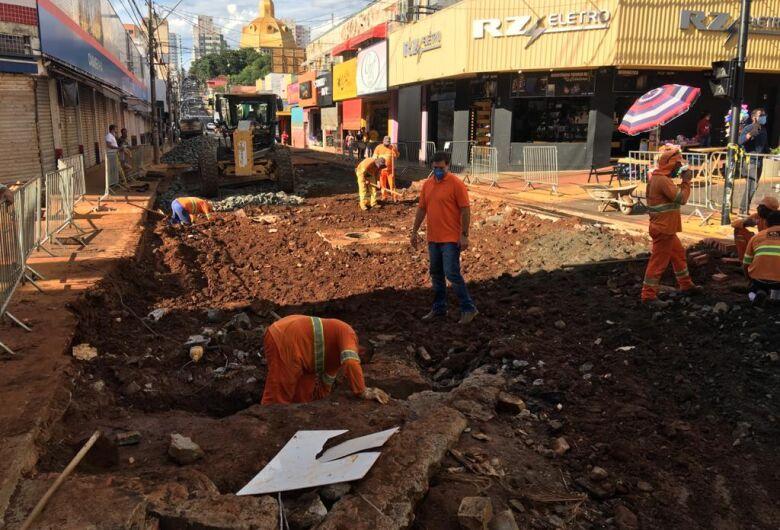 Prefeitura inicia recuperação da Rua Episcopal