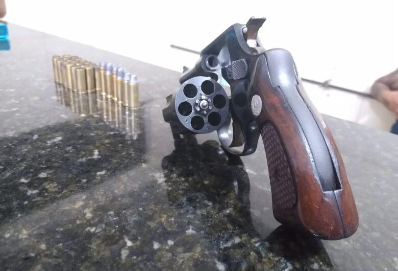 Homem é detido por posse ilegal de arma de fogo em Ibaté