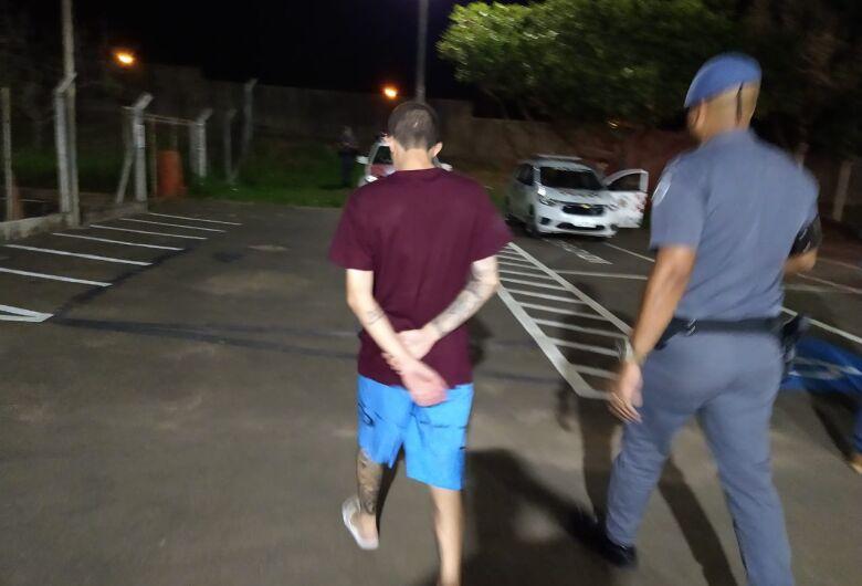 Procurado pela Justiça por tráfico de drogas é detido pela Força Tática no Santa Angelina