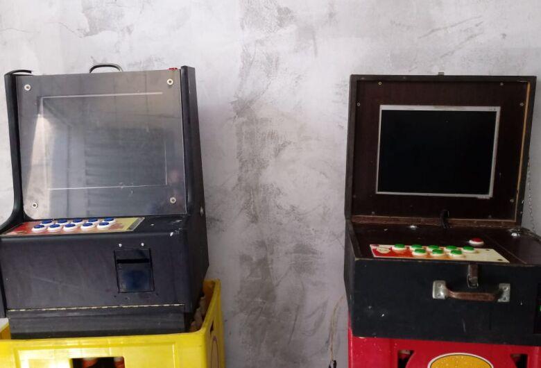 Polícia Civil de Ibaté apreende máquinas caça-níqueis em bares