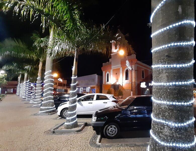 Ibaté publicou Decreto restringindo atividades nas festas de fim de ano. Para evitar aglomerações, luzes de natal também não serão acesas de 01 a 03 de janeiro de 2021 - Crédito: divulgação