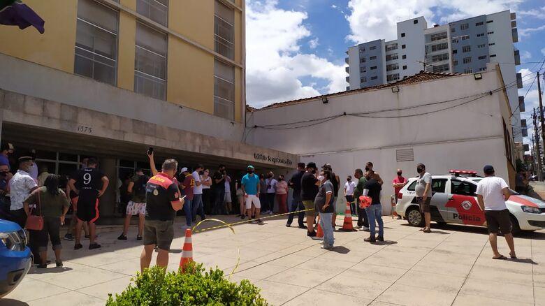 Donos de bares na frente do Paço Municipal - Crédito: Maycon Maximino